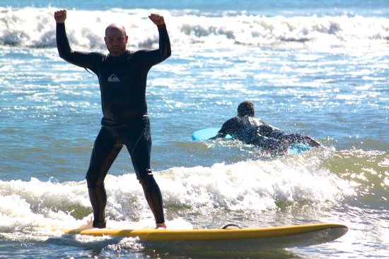 Dana Point, Califórnia: In town for vacation or a business trip?  We can have you up and surfing today! girlinthecurl.co