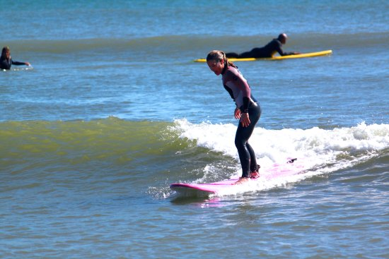 Dana Point, Califórnia: Feel the power of the surf under your board!  girlinthecurl.com