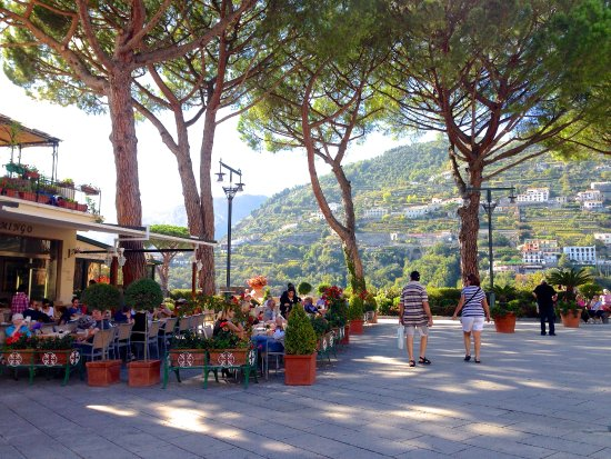 Bar Klingsor: A nice place to sit and eat or walk with your gelato!