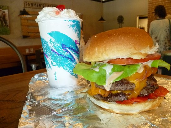 Cambridge, OH: Burger and shakes!