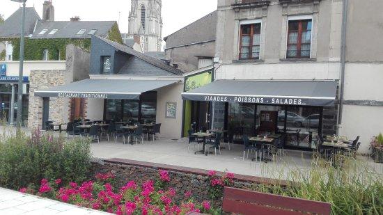 Châteaubriant, Francia: façade du restaurant