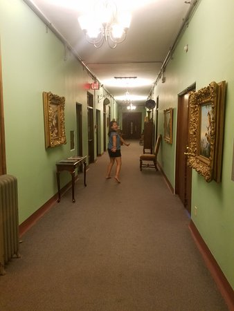 Jerome Grand Hotel: My Wife running from a Ghost Cat !