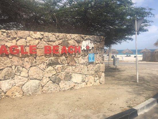 MVC Eagle Beach: Tem wi-fi até na praia