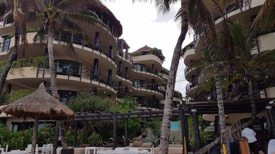 El Taj Oceanfront & Beachside Condos Hotel: Vista desde la playa