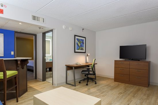 Wauwatosa, WI: Two Room Suite
