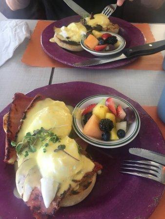 Blu' Island Bistro: egg Benedict