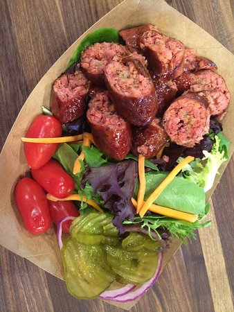 Άλπαϊν, Τέξας: Salad with smoked sausage, Fort Davis hot house tomatoes, and Terlingua sweet hot pickles