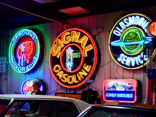 Эвансвил, Индиана: loved all the neon signs....a walk down memory lane.