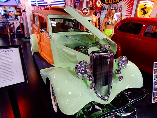 Эвансвил, Индиана: very cool Ford.....and loved the color.
