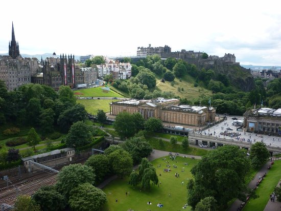 Photo of West Princes Street Gardens in Edinburgh, Ci, GB