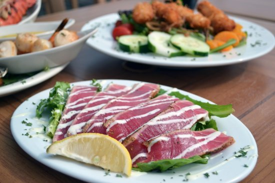 Niceville, FL: Seared Ahi tuna appetizer is so light and refreshing!