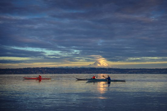 Vashon, WA: Kayaking at Point Robinson Lighthouse.