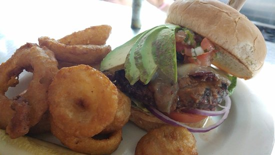 Green Valley, AZ: Sonoran burger with onion rings