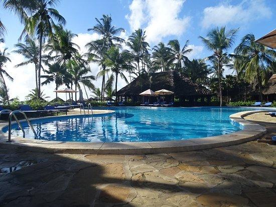 Breezes Beach Club & Spa, Zanzibar: Gorgeous pool, very clean too