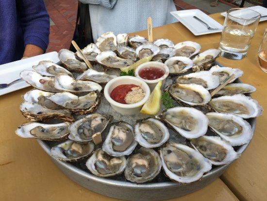 Bristol, Род Айленд: A few local oysters