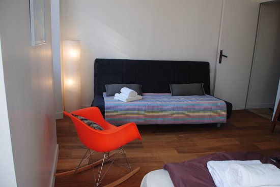 Biot, France: Bedroom with extra bed