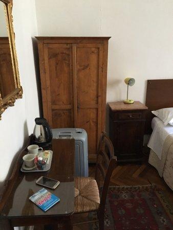 Hotel San Giovanni: Parties communes, chambre 7 et sa salle d'eau