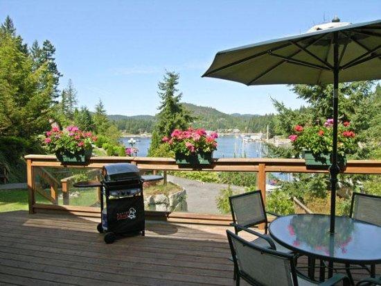 Madeira Park, Canadá: Oceanfront Cottage deck