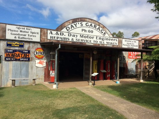 Herberton, Australia: Jammed pack with vintage vehicles