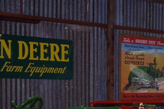 Herberton, Australia: John Deere display