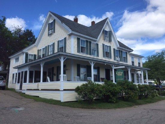 Weirs Beach, NH: The Cozy Inn