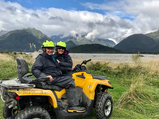 Franz Josef, New Zealand: Short break to look at Glacier