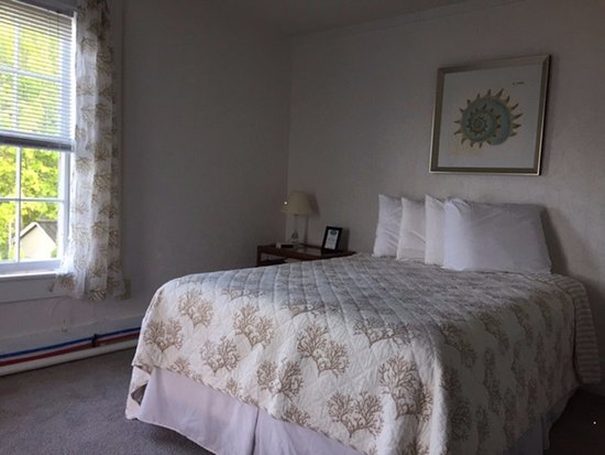 Weirs Beach, NH: Room 9 in the Lakeview House