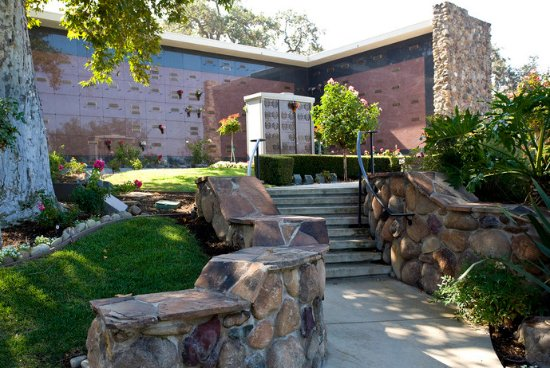 Westlake Village, CA: Pierce Brothers Valley Oaks-Griffin Memorial Park, Mortuary & Crematorium
