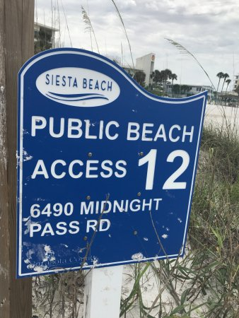 Crescent Beach : Look for this sign if you want to go to Cresent