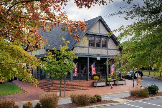 The Artisan Gourmet Market: Beautiful Gourmet Market & Cafe located in Black Mountain