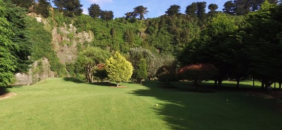 Eketahuna, New Zealand: The cliffs form the background to the mens tee on the 2nd.