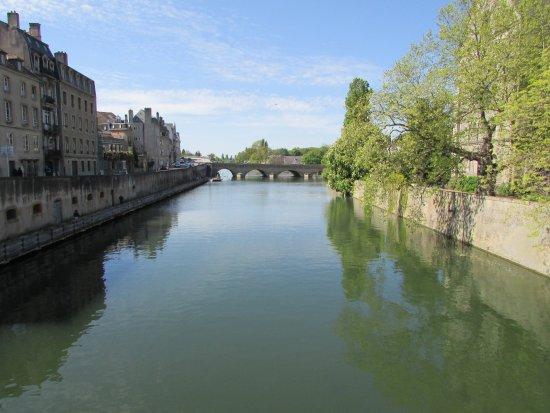 Canal de la Moselle: vues superbes d'un pont