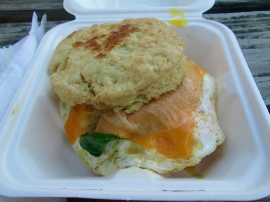 Fairview, Caroline du Nord : Massive breakfast biscuit with local egg, spinach and cheese