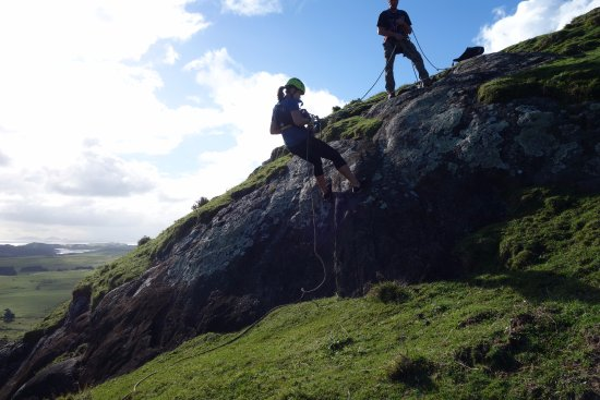 Whangarei Heads, New Zealand: First slope was easy and a great way to get used to abseiling