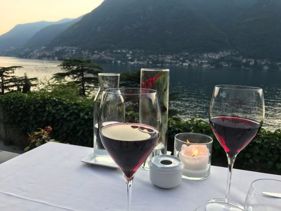 Pognana Lario, Italia: Spectacular view of the lake at dinner!
