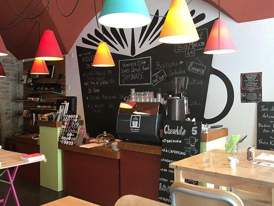Blick In Das Restaurant Mit Bucherangebot Picture Of In Cuisine