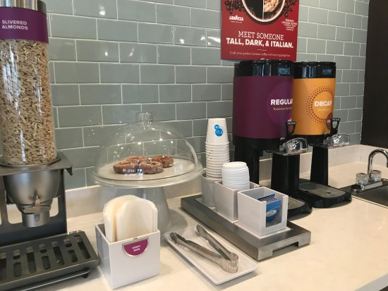 McDonough, GA: Complimentary Breakfast items offered