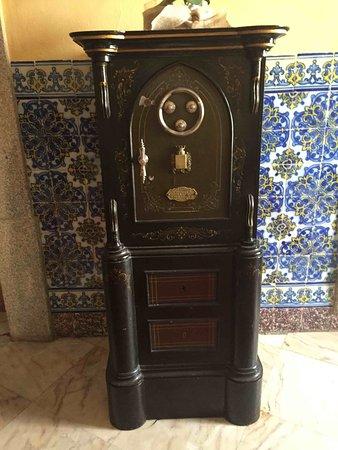 Hotel Sao Joao de Deus: Hotel has lots of interesting very old furniture