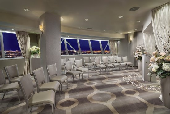 Elevate King Panorama - Picture of The STRAT Hotel, Casino & SkyPod, Las Vegas - Tripadvisor