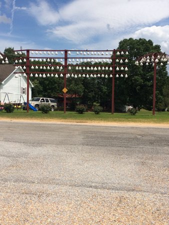 Hamilton, AL: Photos of the entrance to the shop, the Martin birdhouses that the pottery makes that are across