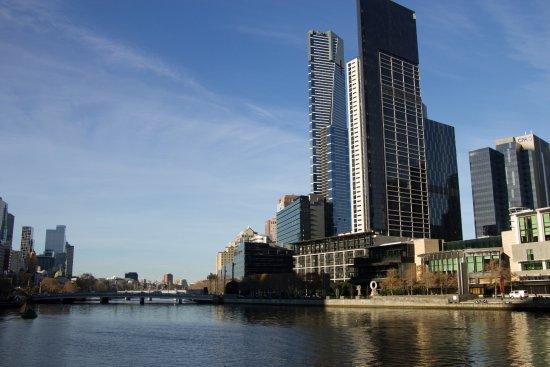 อัลโต โฮเทล ออน เบอรค์: just down from hotel is the river