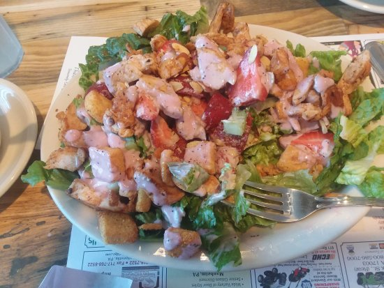 Manheim, Pensilvanya: Amazing Strawberry Salad with chicken You have to try You will not be disappointed