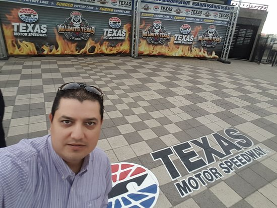 Texas motor speedway fort worth visiting texas motor for Hotels closest to texas motor speedway