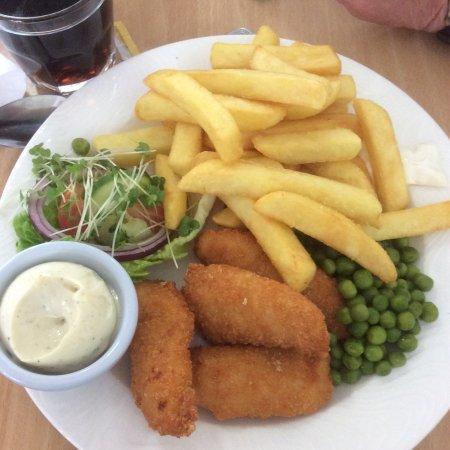 Rosebank, UK: Chicken goujons with garlic mayonnaise and salad garnish