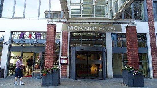 Mercure Hotel & Residenz Berlin Checkpoint Charlie: Frente del Hotel Mercure.-