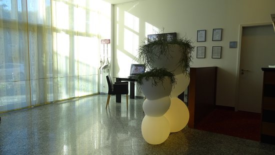 Mercure Hotel & Residenz Berlin Checkpoint Charlie: Otra foto del lobby.-