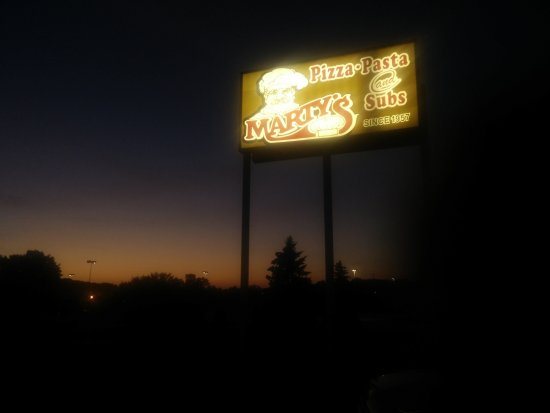 Delafield, Висконсин: Marty's Pizza