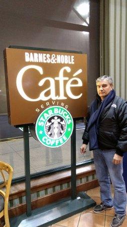 Клифтон, Нью-Джерси: Al interior de Barnes & Noble Cafe