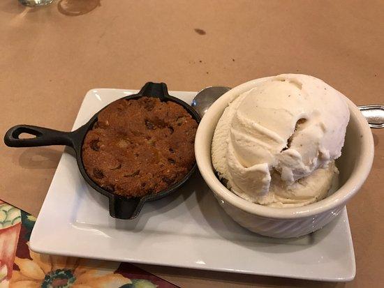 Pizzeria Rustica : Cookie and ice cream dessert