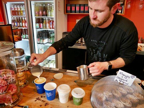 Motueka, Nya Zeeland: Master Barista at work